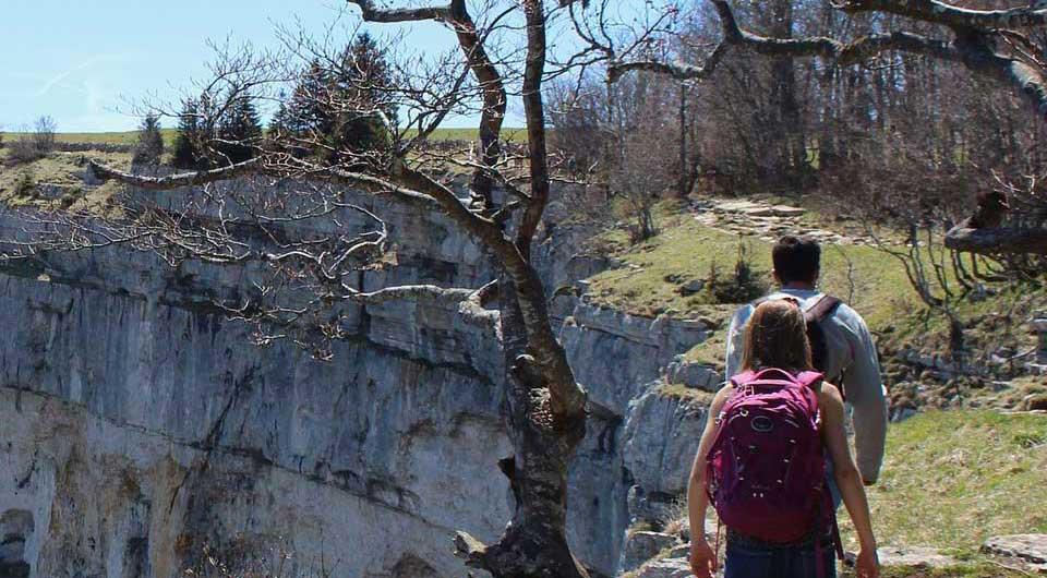 hiking-2667572_1920