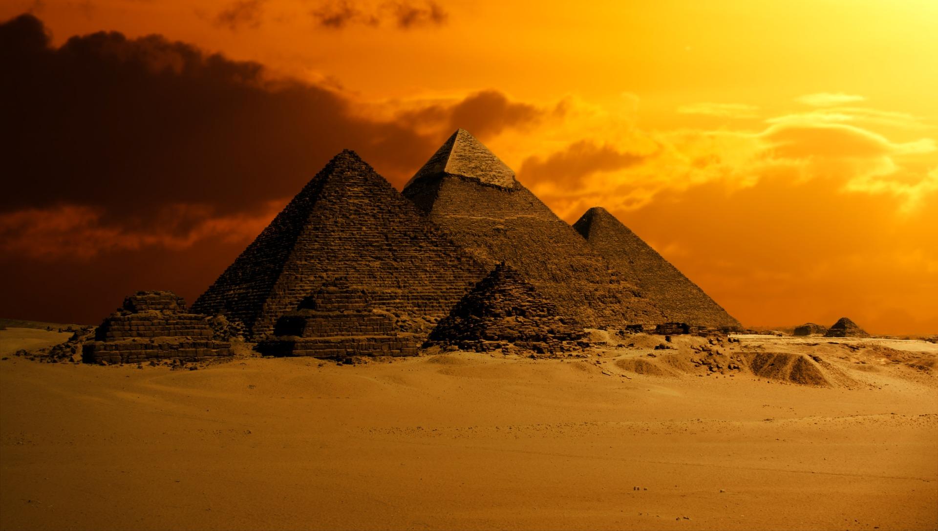 pyramid-2675466_1920